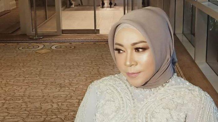 Melly Goeslaw tampil memukau saat mengisi acara di Four Session Hotel, Jalan Gatot Subroto, Jakarta Selatan, Jumat (29/11/2019). Namun ia menolak bicara soal video Helloween yang menjadi bahan olok-olok dirinya.