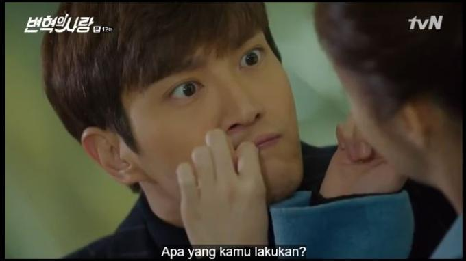 Byun Hyuk tak menyadari jika membayangkan sedang mencium Joon.