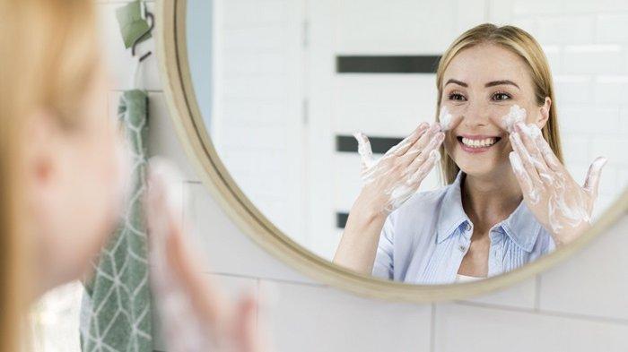 Tips Kecantikan: 4 Rutinitas Sebelum Tidur Ini Bikin Kulit Tampak Lebih Bersih