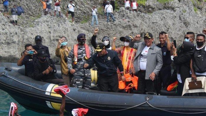 Hari Sumpah Pemuda, Gubernur Maluku Kibarkan Bendera Merah Putih di Perbatasan Indonesia-Australia