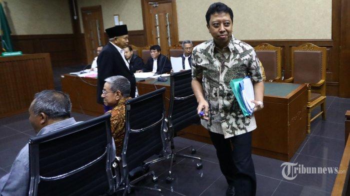 Mantan Ketua Umum PPP Muhammad Romahurmuziy (kanan) memberikan kesaksian dalam sidang kasus suap jual beli jabatan di lingkungan Kementerian Agama dengan terdakwa Haris Hasanuddin dan Muafaq Wirahadi di Pengadilan Tipikor, Jakarta, Rabu (26/6/2019). Dalam sidang tersebut Jaksa Penuntut Umum KPK menghadirkan tujuh orang saksi diantaranya Lukman Hakim Saifuddin dan Romahurmuziy. TRIBUNNEWS/IRWAN RISMAWAN