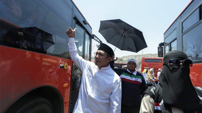 Menteri Agama, Lukman Hakim Saifuddin saat menyapa Jemaah Haji Indonesia di Terminal Syieb Amir, Makkah, Jumat (16/8/2019). (Tribunnews/Bahaudin/MCH2019)