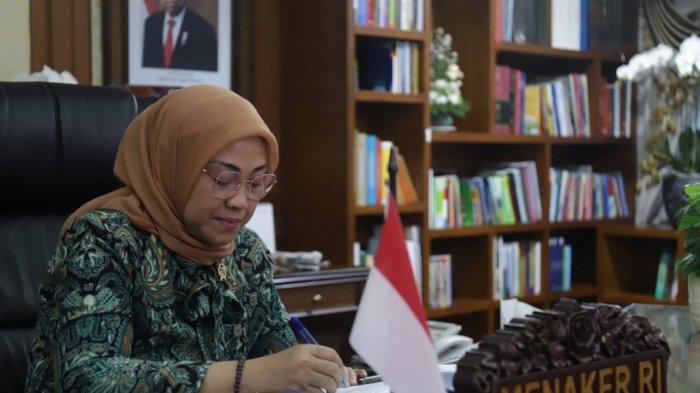 Menaker Ida Fauziyah saat memberikan sambutan dalam Rapat Kerja dan Konsultasi Nasional(Rakerkornas) Asosiasi Pengusaha Indonesia (APINDO) Tahun 2020 secara virtual di Jakarta, Rabu (12/8/2020).