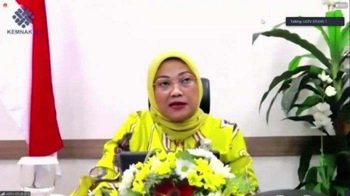 Menaker Ida Fauziah membuka dan memberikan sambutan kunci pada acara webinar Polteknaker di Jakarta, Sabtu (21/11)