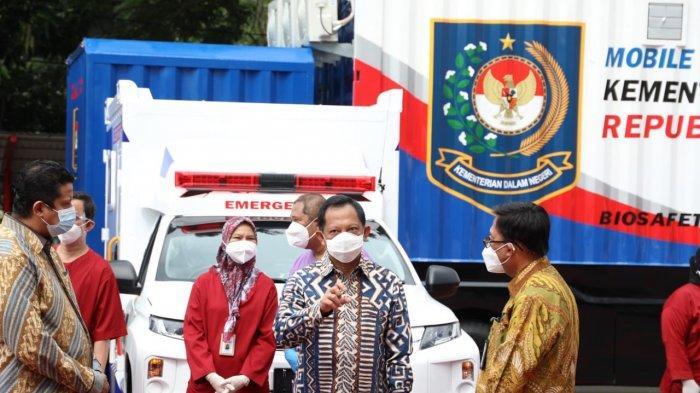 Tito Serahkan Dua Mobile Lab PCR Dukung Testing Regular di Perkantoran Kemendagri