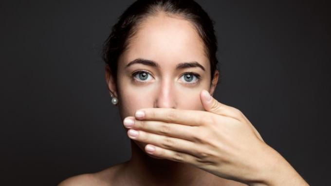 Bakteri Hingga Makanan, Biang Pemicu Bau Mulut Tidak Sedap