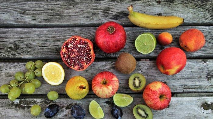 Mengonsumsi buah dan sayur yang mengandung vitamin C dapat memberikan manfaat bagi kesehatan kulit