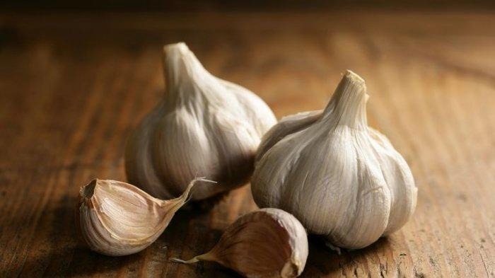Cara mengupas bawang putih yang lagi viral