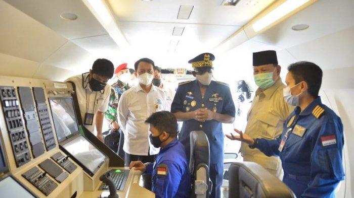 Menhan Prabowo Serahkan Pesawat CN235-220 Karya Anak Bangsa Kepada Angkatan Udara Senegal