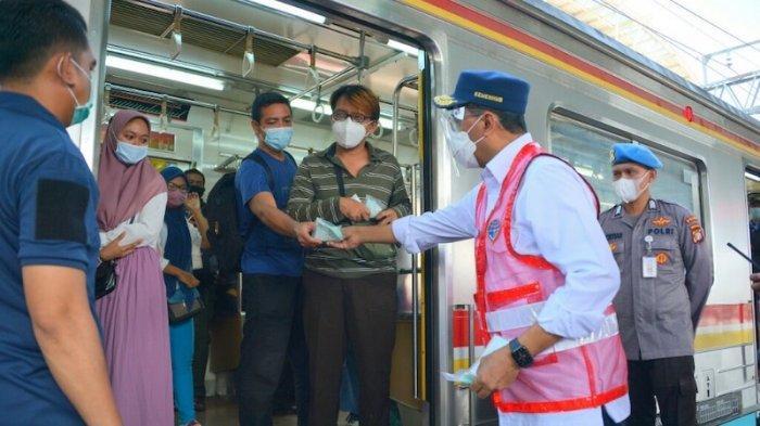'Disentil' Menhub soal Penumpukan Penumpang, KCI Tambah Petugas di Stasiun untuk Tertibkan Prokes