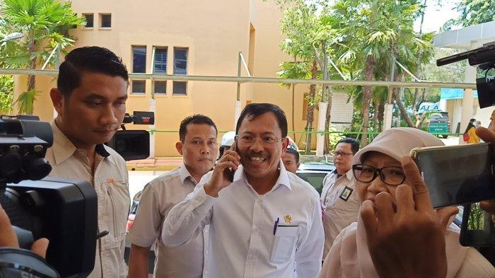 Menteri Kesehatan Terawan Agus Putranto mendatangi Rumah Sakit Penyakit Infeksi (RSPI) Prof. Dr. Sulianti Saroso, Jakarta Utara, Senin (2/3/2020)