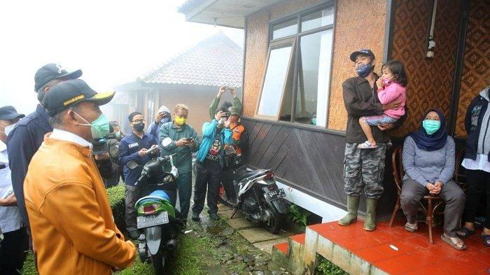 Menko PMK Minta PTPN Pindahkan Permukiman Karyawan yang Terdampak Banjir Bandang Puncak Bogor