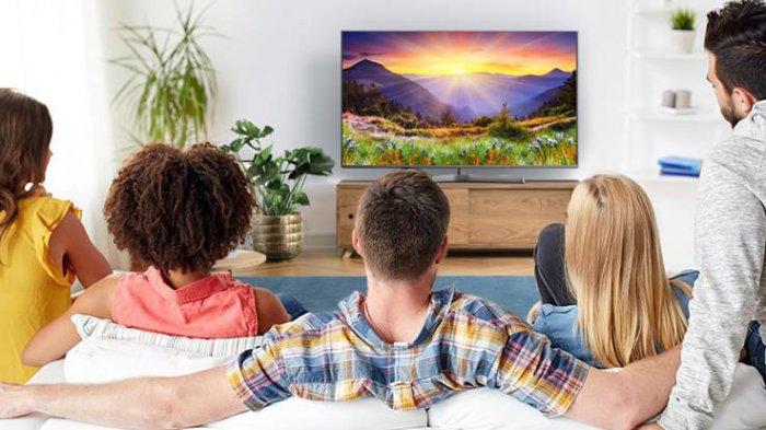 Ilustrasi layar televisi beresolusi tinggi bisa membuat aktivitas menonton keluarga menjadi lebih baik.