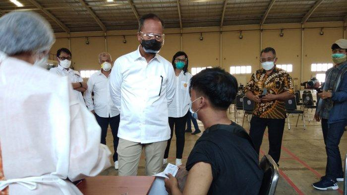 Menperin Tinjau Program Vaksinasi Pekerja Industri di Jababeka