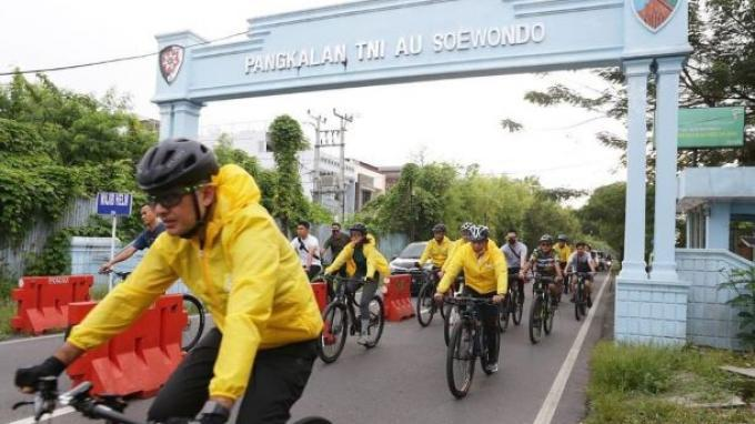 Memasyarakatkan Olahraga di saat Pandemi, Menpora Bersama Pengurus Golkar Sumut Gowes di Medan