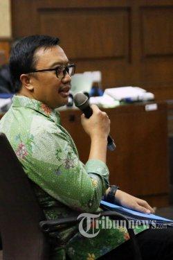 Menteri Pemuda dan Olahraga Imam Nahrawi memberikan keterangan saat menjadi saksi dalam sidang kasus dugaan suap dana hibah KONI di Pengadilan Tipikor, Jakarta, Kamis (4/7/2019). Dalam sidang tersebut Menpora memberikan keterangan saksi untuk terdakwa Deputi IV Bidang Peningkatan Prestasi Kemenpora Mulyana, serta staf Kemenpora Adhi Purnomo dan Eko Triyanta. TRIBUNNEWS/IRWAN RISMAWAN