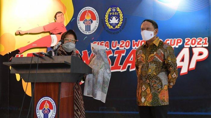 Menpora Zainudin Amali bersama dengan Walikota Surabaya Tri Rismaharini saat menjelaskan perkembangan venue di Surabaya untuk Piala Dunia U-20 2021, Kamis (6/8/2020).