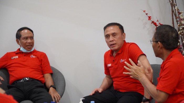 Menpora Zainudin Amali bersama dengan Ketua Umum PSSI Mochamad Iriawan, Dirut PT LIB serta anggota exco PSSI, Sabtu (14/3/2020) malam