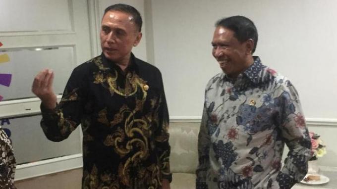 Menpora Zainudin Amali dan Ketua Umum PSSI Mochamad Iriawan usai menjalani rapat koordinasi di Kemenpora, Senayan, Jakarta, Selasa (10/3/2020).