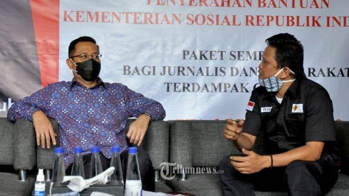 Menteri Sosial Juliari P Batubara kunjungi kantor Yayasan Peduli Jurnalis Indonesia (YPJI).