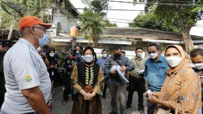 Kunjungi Kampung Bedeng, Mensos Risma Fokus Peningkatan Kesejahteraan Warga