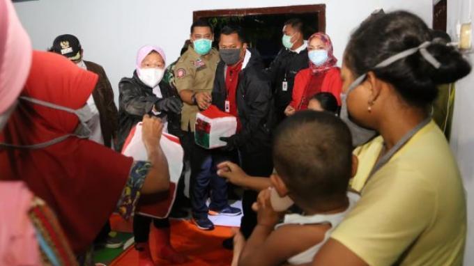 Salurkan Bantuan Rp252 Juta, Risma Ungkap Penyebab Banjir di Pekalongan