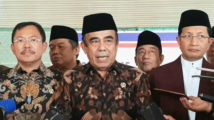 Menteri Agama Fachrul Razi (tengah), saat diwawancarai awak media, di Masjid Istiqlal, Jakarta Pusat, Jumat pagi (13/3/2020)