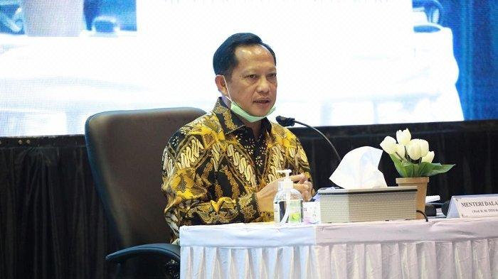 Menteri Dalam Negeri (Mendagri)  Tito Karnavian, melakukan kunjungan kerja (kunker) untuk menguatkan koordinasi dalam penanganan dan penanggulangan Covid-19 di Bogor, Selasa (19/5/2020).