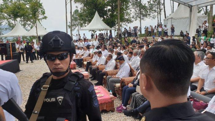 Blusukan Tiga Menteri ke Samosir Dijaga Anggota Brimob Bersenjata