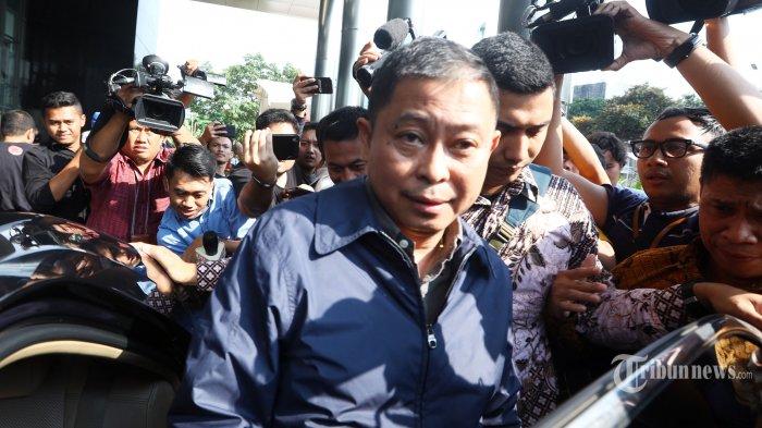 Menteri Energi dan Sumber Daya Mineral (ESDM) Ignasius Jonan meninggalkan gedung KPK usai menjalani pemeriksaan di Jakarta, Jumat (31/5/2019).