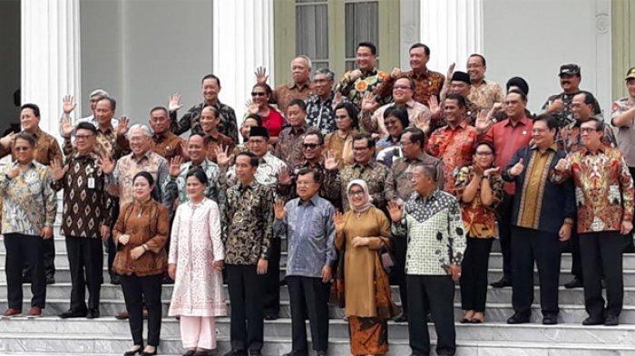 Ragam Moment Foto Bersama terakhir Jokowi dengan para kabinet kerja,Jumat (18/10/2019) di halaman Istana Merdeka sebelum Jokowi dilantik menjadi presiden terpilih didampingi wapres Maruf Amin, Minggu (20/10/2019).