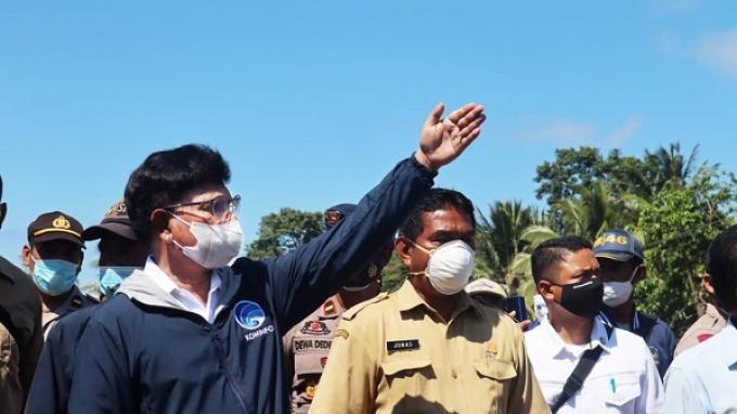 Kunjungi Flores Timur dan Lembata, Menteri Johnny: Bencana Tak Hambat Bangun Infrastruktur TIK