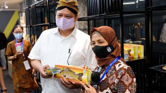 Menko Airlangga Tinjau Pelatihan dan Coaching-Clinic UMKM di Daerah