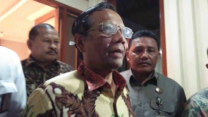 Menteri Koordinator Bidang Politik Hukum dan Keamanan Mahfud MD di Kantor Kemenko Polhukam Jakarta Pusat pada Selasa (10/12/2019).
