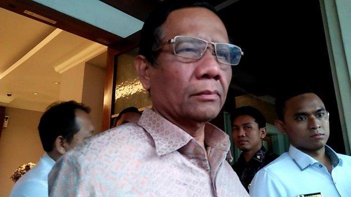 Menteri Koordinator Bidang Politik Hukum dan Keamanan RI Mahfud MD di Kantor Kemenko Polhukam Jakarta Pusat pada Senin (2/12/2019).