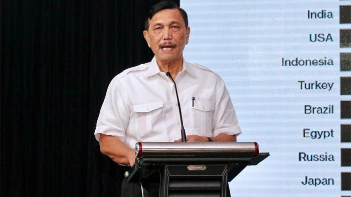 Menteri Koordinator Kemaritiman, Jend. TNI. Purn. Luhut Binsar Pandjaitan berikan arahan kepada masyarakat Banyuwangi untuk ciptakan Start Up, di Banyuwangi, Jawa Timur, Jumat (29/3/2019).
