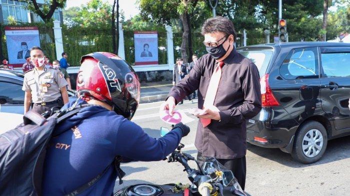 Peringati Hari Lahir Pancasila, Tjahjo Kumolo Terjun ke Jalan Bagikan Masker ke Masyarakat