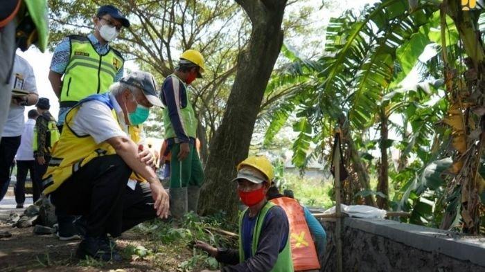 Libatkan Warga Setempat, Menteri PUPR Tinjau Program PKT Jalan dan Jembatan Pantura