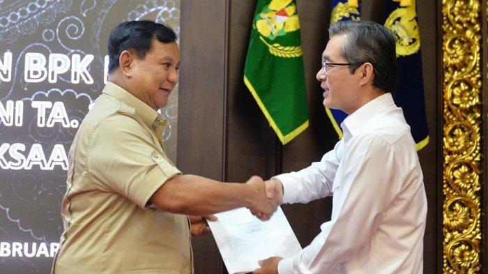 Menteri Pertahanan H Prabowo Subianto menerima peserta Entry Meeting Pemeriksaan BPK RI atas Laporan Keuangan (LK) Kemhan/TNI TA. 2019 di Gedung Kementerian Pertahanan Jakarta, Kamis (13/2/2020).