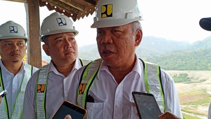 Menteri Pekerjaan Umum dan Perumahan Rakyat (PUPR) Basuki Hadimuljono, saat ditemui usai meninjau proyek pembangunan Waduk Pidekso di Kompleks proyek Waduk Pidekso, Wonogiri, Jawa Tengah, Rabu (3/4/2019).