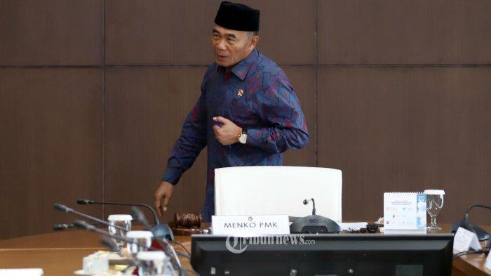 Menko PMK Muhadjir Effendy saat memimpin Rapat Koordinasi Tingkat Menteri di Gedung PMK, Jakarta Pusat, Senin (24/2/2020). Rakor itu membahas rencana pemulangan 188 warga negara Indonesia (WNI) yang menjadi anak buah kapal (ABK) World Dream, Seluruh WNI tersebut akan diobservasi di Pulau Sebaru di gugusan Kepulauan Seribu selama 14 hari. Tribunnews/Jeprima