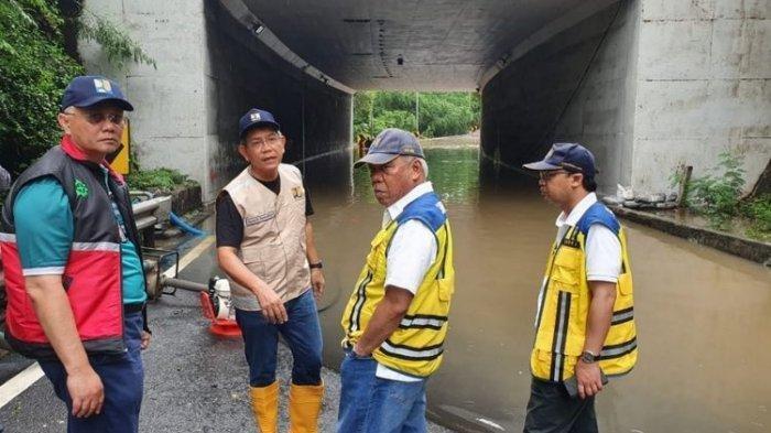 Menteri PUPR Basuki Hadimuljono meninjau lokasi terdampak banjir di Jakarta, Rabu (1/1/2020).(Dokumentasi Kementerian PUPR)