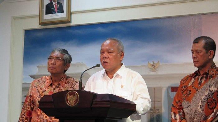 Menteri PUPR Basuki Hadimuljono (tengah).