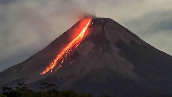 Guguran Lava Pijar Gunung Merapi Meluncur 11 Kali ke Arah Barat Daya