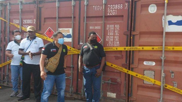 Petugas Gagalkan Pengiriman 3 Kontainer Berisi Merbau Tak Berizin Tujuan Surabaya di Dermaga Sorong