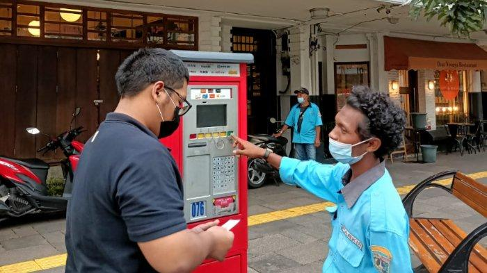 Juru Parkir di Cikini Diduga Lakukan Pungli, Dibayar Tunai Tanpa Lakukan Taping Kartu di Mesin
