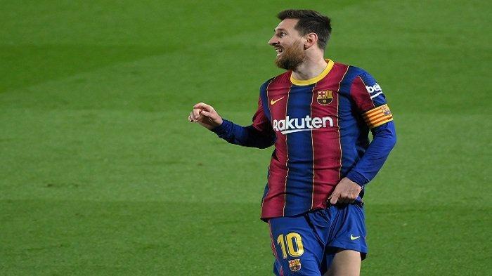 Penyerang Barcelona asal Argentina, Lionel Messi, bereaksi selama pertandingan sepak bola Liga Spanyol antara Barcelona dan SD Huesca di stadion Camp Nou di Barcelona pada 15 Maret 2021.