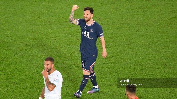 Pemain depan Paris Saint-Germain Argentina Lionel Messi merayakan mencetak gol kedua timnya selama pertandingan sepak bola babak pertama grup A Liga Champions antara Paris Saint-Germain (PSG) dan Manchester City, di The Parc des Princes, di Paris, pada 28 September. 2021.