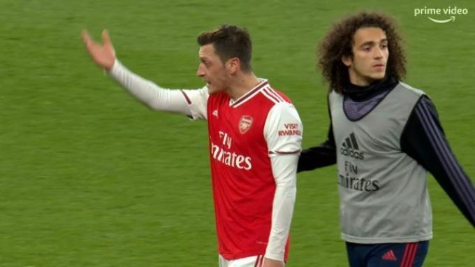 Mesut Ozil Meriahkan Isu Cristiano Ronaldo vs Lionel Messi di Ambang Kepergiannya dari Arsenal