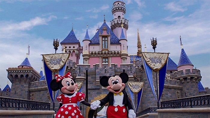 Mickey Mouse dan Minnie Mouse di Tokyo Disneyland.